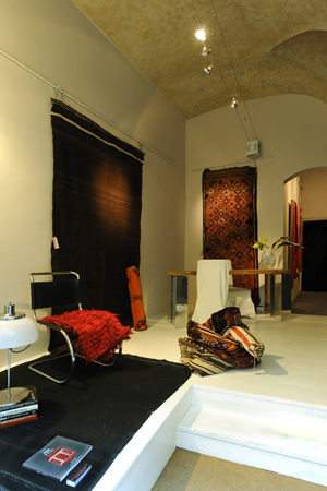 ASIAOCCIDENTALE unusual rugs e textiles